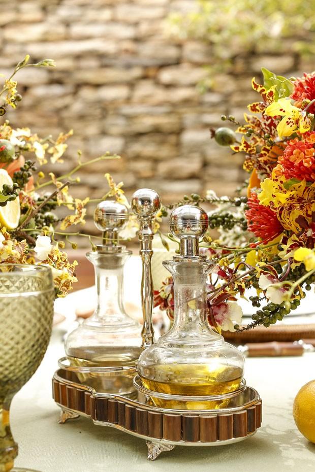 Vamos Receber ensina a montar uma mesa com flores e frutas secas (Foto: Julio Acevedo/Divulgação)