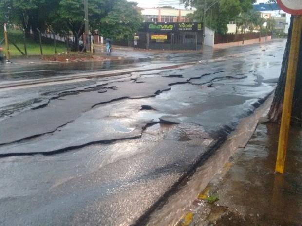 Asfalto em Bauru precisa de reparos após chuva (Foto: Prefeitura de Bauru/Divulgação)