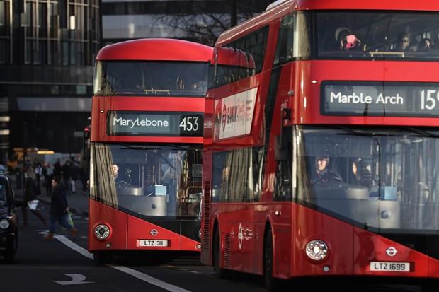 Ônibus em Londres participam de experimento cafeinado (Foto: Dan Kitwood/Getty Images)