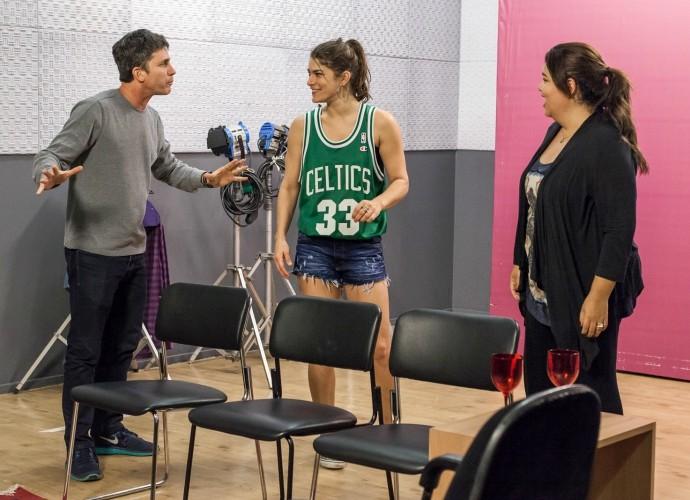 Daniel Herz, Fabiana Karla e Priscila Fantin em ensaio do Tomara que Caia (Foto: Artur Meninea/Gshow)