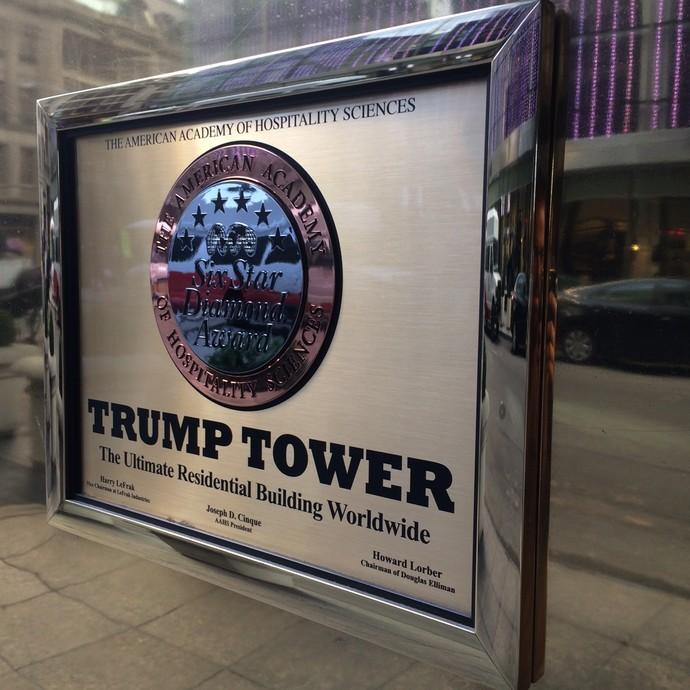 Placa Trump Tower apartamento José Maria Marin Nova York (Foto: GloboEsporte.com/Martin Fernandez)