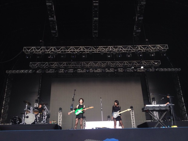 Banda St. Vincent se apresenta no palco Axe no Lollapalooza (Foto: Caio Kenji/G1)
