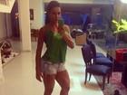 De shortinho, Gracyanne Barbosa exibe pernas saradas