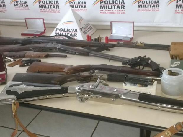 Santo Antônio do monte, operação, armas. (Foto: Polícia Militar/Divulgação)