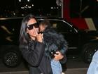 Kim Kardashian pede silêncio aos paparazzi para a filha não acordar