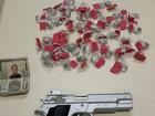 Jovem é preso com drogas e réplica de pistola em Rio das Ostras, RJ