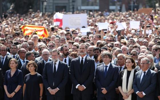 Homenagem aos mortos no atentatdo em Barcelona (Foto: Reuters)