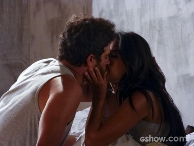 Celina e William estão cada vez mais próximos (Foto: Além do Horizonte/TV Globo)