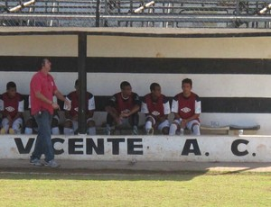 Cristiano Troisi comandando o São Vicente (Foto: Bruno Gutierrez / Globoesporte.com)