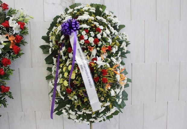 Coroa de Flores no velório de Jair Rodrigues (Foto: Celso Tavares/EGO)