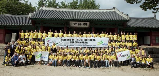Primeira turma de 85 universitários brasileiros para intercâmbio em Engenharia e Ciência e Tecnologia na Coreia do Sul (Foto: Ming K. Park/Divulgação)