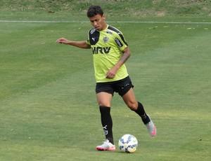 Marcos Rocha, lateral do Atlético-MG, no treino na cidade do Atlético-MG (Foto: Léo Simonini)