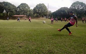 Lateral-esquerdo Ramon mantém a forma treinando com elenco do Santão