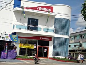 Bradesco aderiu a greve e 100% das agências estão paradas em Cruzeiro do Sul  (Foto: Adelcimar Carvalho/G1)