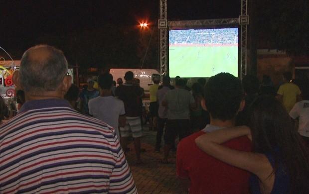 Visitantes do arraial aproveitaram para acompanhar o jogo do Brasil em Boa Vista (Foto: Bom Dia Amazônia)