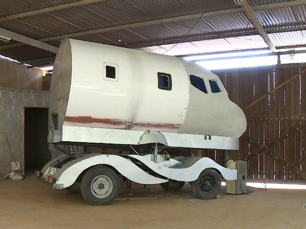 Simulador de avião tem cinco metro de comprimento (Foto: Reprodução/TV Gazeta)