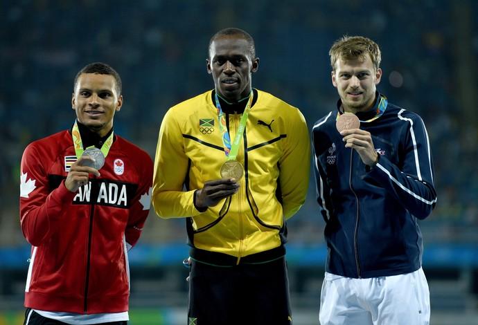 O pódio da prova olímpica dos 200m (Foto: Getty Images)