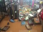 Forte chuva deixa ruas, casas e lojas alagadas em Guajará-Mirim, RO