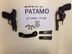 revólver calibre 38 e pistola 765 foram encontrados na casa do suspeito (Foto: Divulgação/37º BPM)