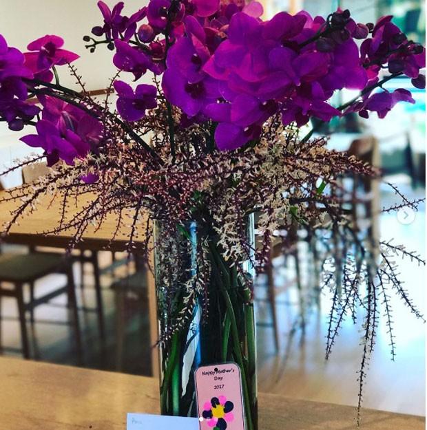 As flores e a case para celular (Foto: Reprodução Instagram)