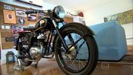 Moto pós-guerra é restaurada com peças de todo o mundo