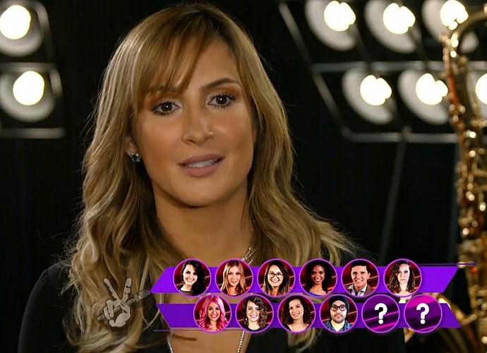 Claudia Leitte está cercada de mulheres no reality (Foto: TV Globo)