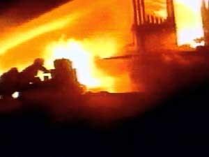 Prédio em chamas de onde músico saltou em Caxias do Sul, RS (Foto: Reprodução/RBS TV)