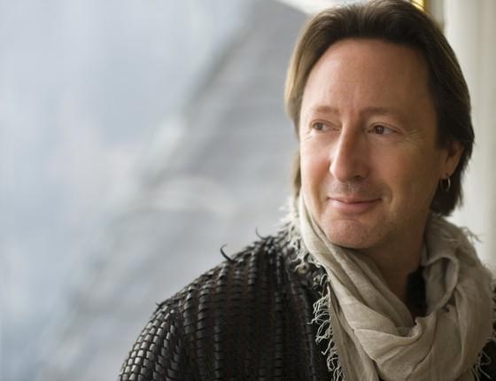 O cantor, compositor e produtor Julian Lennon será um dos chairmen da 7a edição do gala da amFar (Foto: Divulgação)