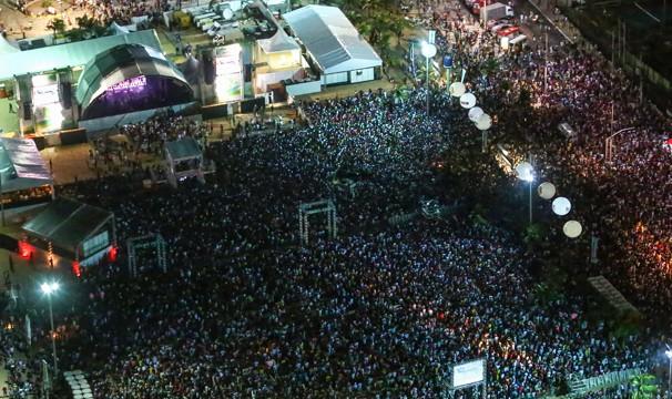 Show Encanta Ceará reuniu multidão no Aterro da Praia de Iracema, em Fortaleza. (Foto: Lucas Menezes)