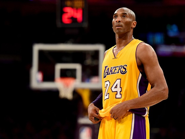 Jogador de basquete Kobe Bryant em partida em Los Angeles, nos Estados Unidos (Foto: Harry How/ Getty Images/ AFP)