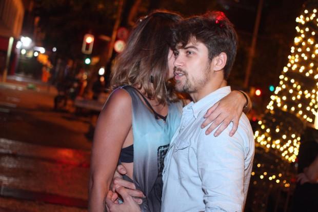 Raphael Sander e morena (Foto: Gustavo Brescini / Divulgação)