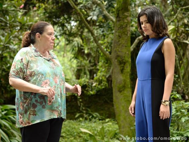 A morena dá uma desculpa para despistar sobre morte de Mariah (Foto: Ellen Soares / TV Globo)