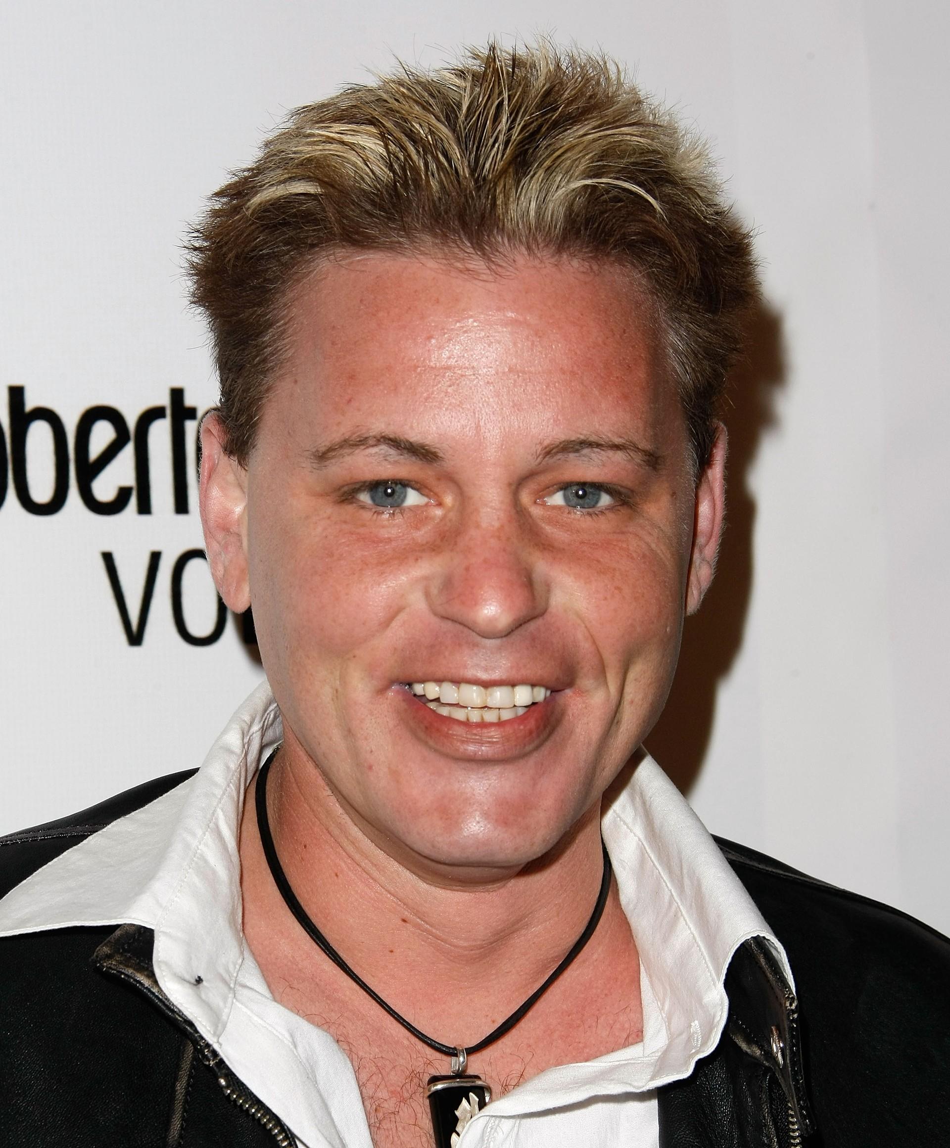 Ele ficou famoso quando adolescente, graças a filmes como 'A Inocência do Primeiro Amor' (1986) e 'Os Garotos Perdidos' (1987). Adulto, ele lutou contra a falta de trabalho, vícios e o trauma que experimentou devido aos abusos sexuais que sofrera quando criança. Em 2007, ele se uniu a Cory Feldman para a série de TV 'The Two Coreys', mas a luta continuava, até que a morte veio por pneumonia. (Foto: Getty Images)
