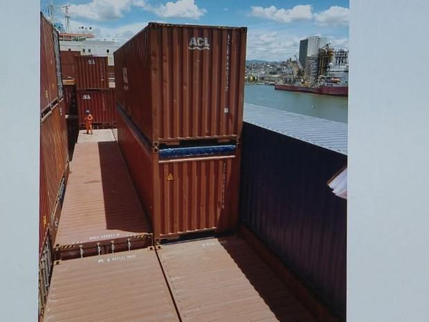 Droga estava em contêiner de navio que saiu do Rio de Janeiro (Foto: Reprodução/ TV Gazeta)