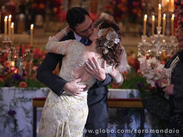 Gabriel Braga Nunes agradece a Debora Bloch pela parceria (Foto: TV Globo/Saramandaia)