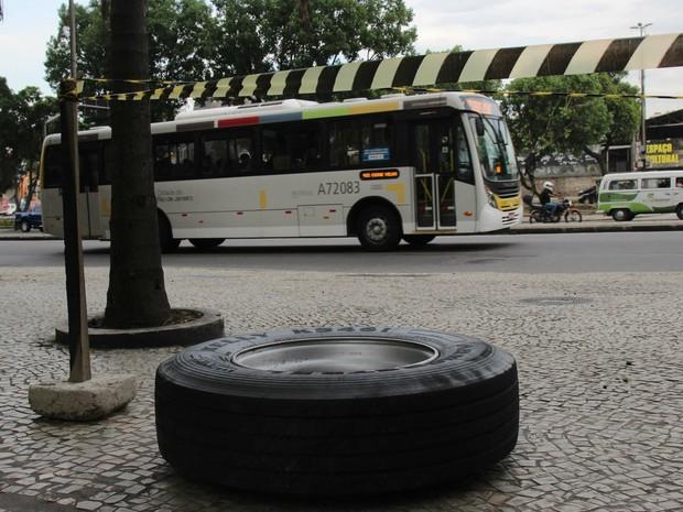 Roda de ônibus se solta e mata homem no Rio (Foto: Jose Lucena/Futura Press/Estadão Conteúdo)