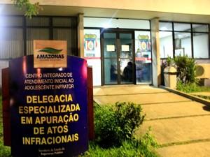 Caso foi registrado na Delegacia Especializada em Apuração de Atos Infracionais (Deaai) (Foto: Marcos Dantas/G1 AM)