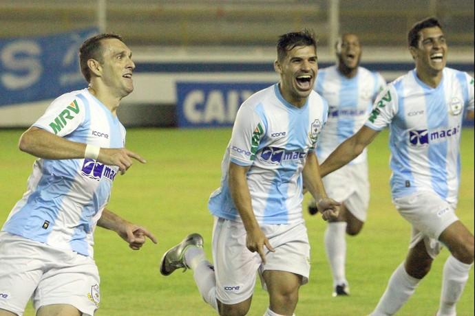 juba, bruno santos, gol do macaé x crb (Foto: Tiago Ferreira / Divulgação)