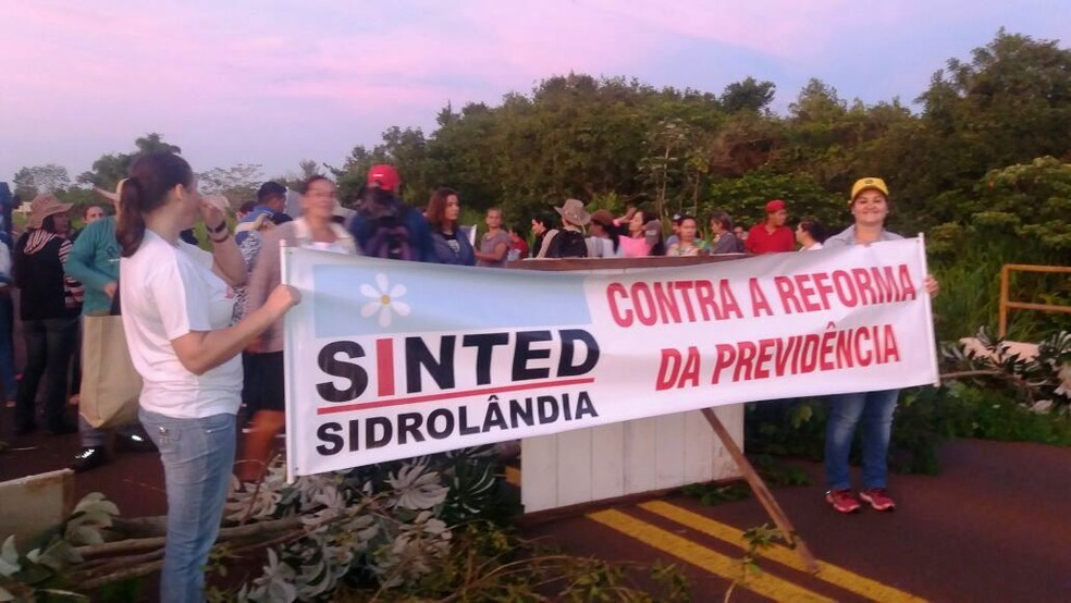 Ato contra a reforma em Sidrolândia, no interior de Mato Grosso do Sul (Foto: Fetems/ Divulgação)