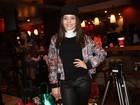 Larissa Manoela usa colar cervical em pré-estreia de 'Carrossel'