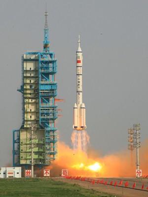Nave espacial chinesa com primeira mulher astronauta do país decola neste sábado (16) (Foto: Xinhua, Li Gang/AP)
