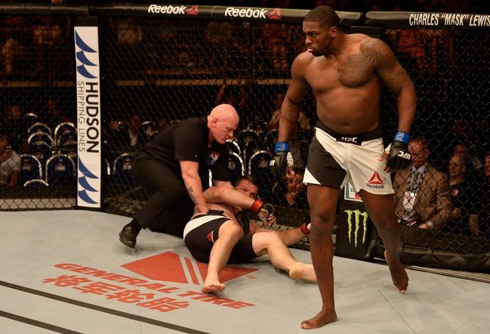 Walt Harris x Cyril Asker UFC Singapura (Foto: Getty Images)