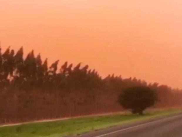 Fenômeno ocorreu na tarde de segunda-feira (Foto: Reprodução/TV Bahia)
