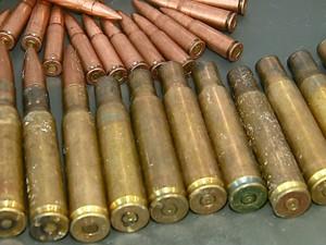 Munições de grosso calibre foram apreendidas pela Polícia Civil em Aguaí (Foto: Paulo Chiari / EPTV)