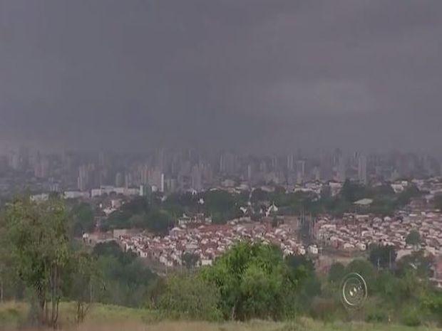 Chuva causou estragos em Bauru e cidades da região Centro-Oeste Paulista (Foto: Reprodução/TV TEM)