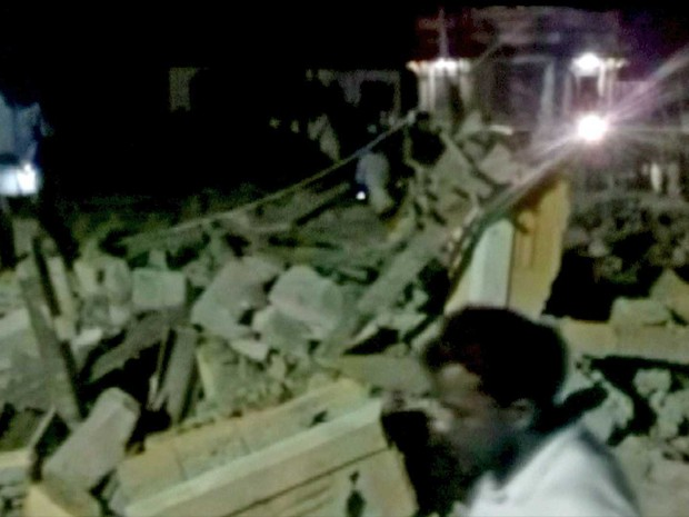Incêndio provocou explosão que destruiu prédio do templo (Foto: ANI / via Reuters)