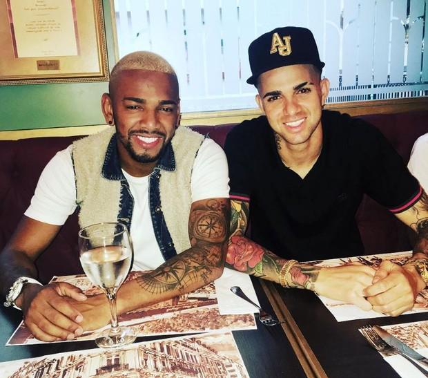 Nego do Borel com Luan Guilherme em restaurante após vitória na Rio 2016 (Foto: Reprodução/Instagram)
