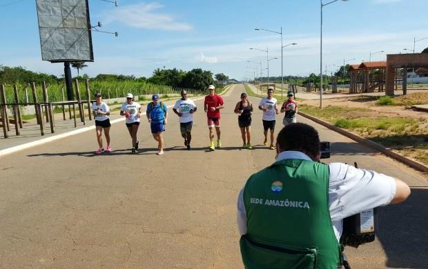 Karina Quadroa (na ponta à esquerda) correu 4km com ultramaratonista em Porto Velho (Foto: Karina Quadros/Arquivo Pessoal)