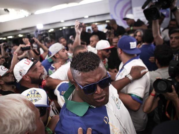 Confusão durante apuração do desfile das escolas de samba de São Paulo (Foto: Caio Kenji/G1)