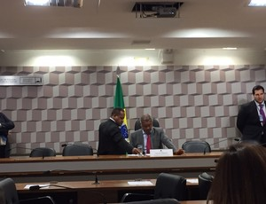 Romário em sessão da CPI do Futebol no Senado